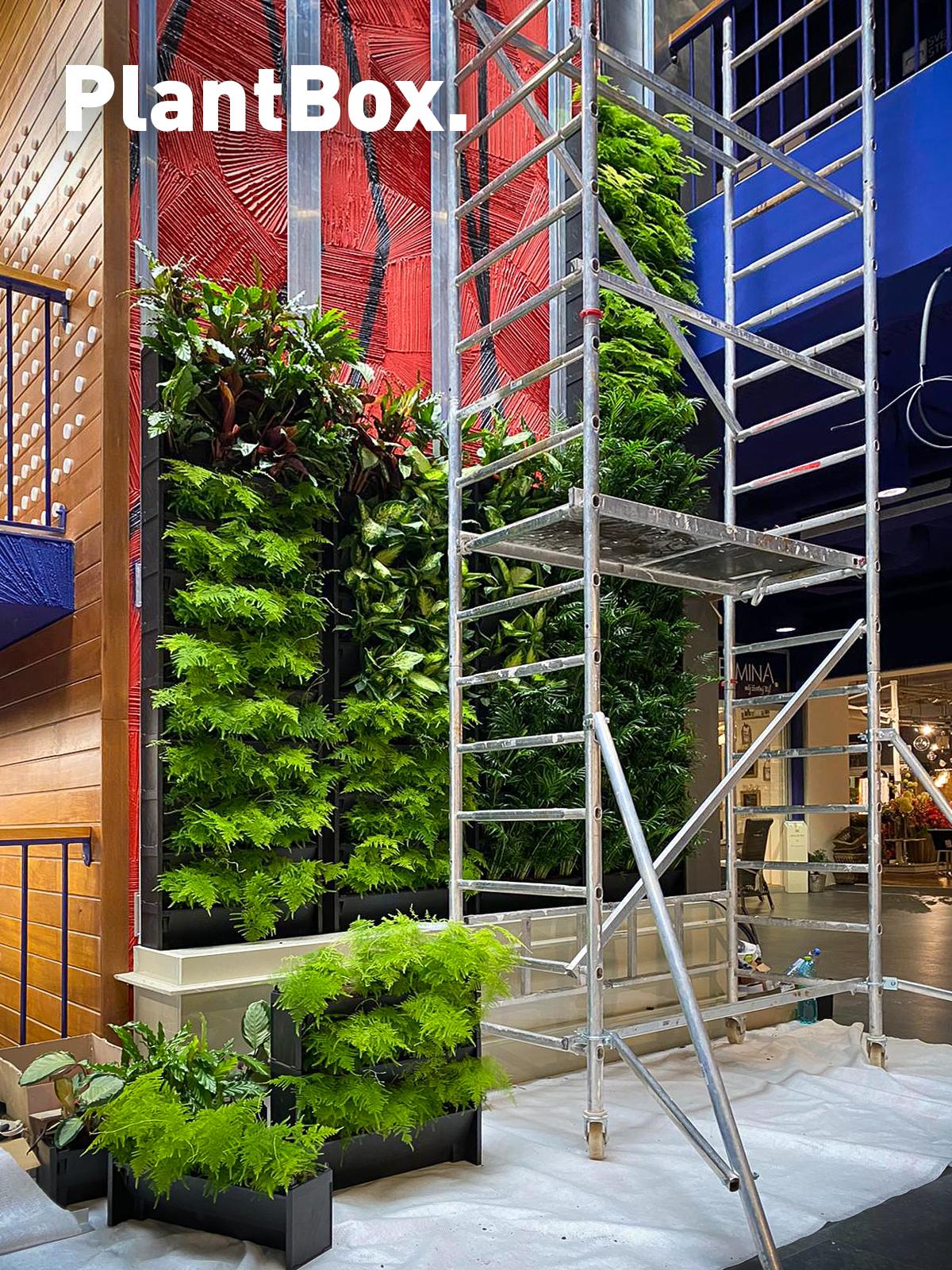 Dokončujeme rekordní realizaci zelené stěny v interiéru!