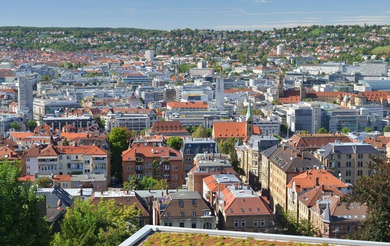Ve městech chybí zelené střechy a fasády. Přitom chrání před horkem...